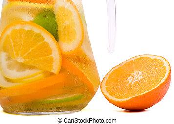 fruta cítrica, agua, hielo