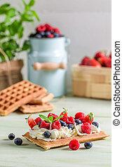 fruta fresca, creme, chicoteado, waffle