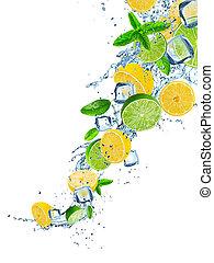 fruta fresca, em, água, respingo, sobre, branca