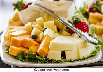 fruta, y queso, bandeja, en la exhibición
