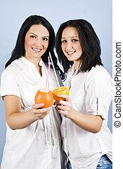frutas cítricas, sorrizo, fresco, mulheres felizes