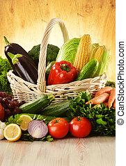 frutas y vehículos, en, cesta de mimbre