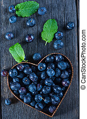 frutta, forma cuore, di, mirtilli, dal di sopra, su, legno, fondo