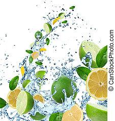 frutta fresca, in, acqua, schizzo