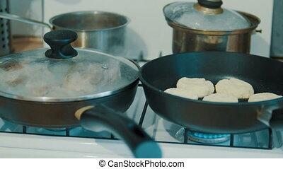Fry chicken in a frying pan