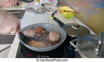 Fry  chop,in a frying pan