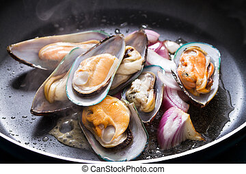 fry mussel and onion in frying pan