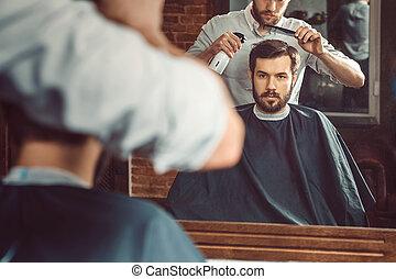 fryzura, młody, fryzjer, pociągający, zrobienie, barbershop, przystojny, człowiek
