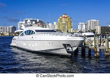 Ft. Lauderdale Intercoastal Waterway - Fort Lauderdale's...