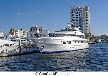 Ft. Lauderdale Intercoastal Waterway - Ft Lauderdale's...
