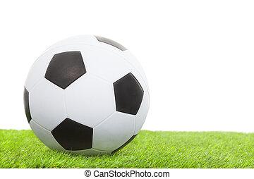 fußball ball, auf, grünes gras, freigestellt, weiß