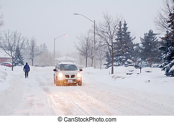 fußgänger, und, auto, in, a, schnee, schneesturm