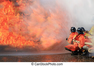 fuego, durante, bomberos, entrenamiento, lucha