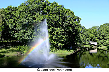 fuente, con, un, arco irirs, en, riga, río, canal