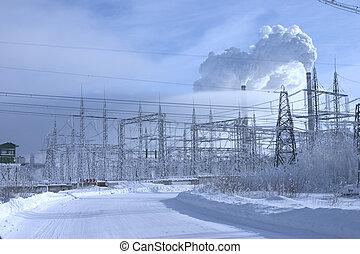 fuerte, central eléctrica, costing, en, un, ambiente, de, ventisqueros, en, un, plano de fondo, de, el, cielo azul