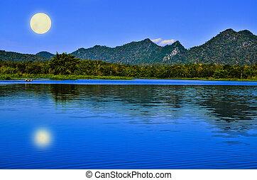 Full moon light - Reservoir Smepatag village in Lampang on...