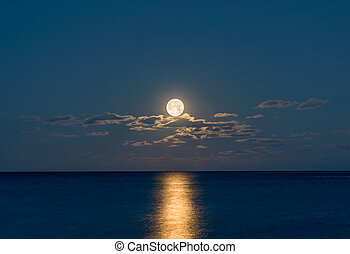Full moon over the ocean - A full move above the clouds...
