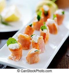 fumado, aperitivo, arugula, salmão, platter, queijo, creme