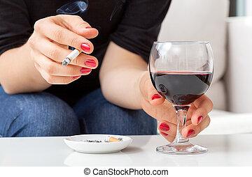 fumar, bebendo