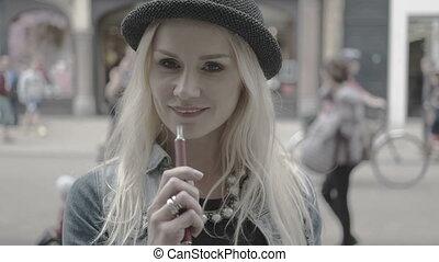 fumer, femme, e-cigarette