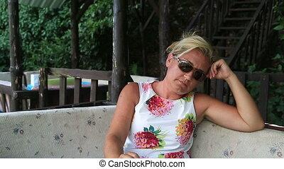 fumer, femme, triste