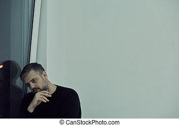 fumer, fenêtre, homme, suivant