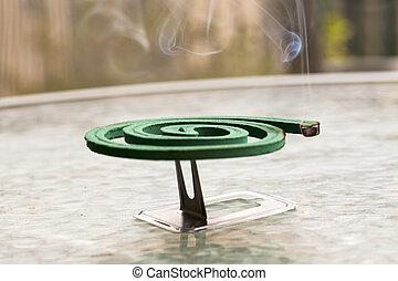 fumigator, encima, mesa de vidrio