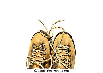 fundo branco, sapatos amarelo