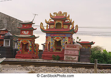 Manufacturers of funerary monuments are not very discreet in Vietnam. Found all over the sidewalk or roadside monuments of painted concrete exposure. The bright colors and fluorescent are fashionable.