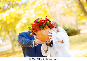 funny bride and groom wedding
