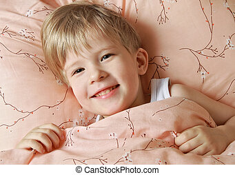 Funny kid does not want to sleep