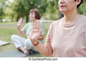 fuori, yoga, esercizio, compiendo