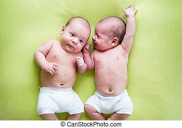 furcsa, fivérek, zöld, kisbabák, ikrek, fekvő
