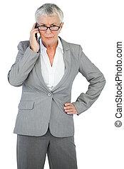 furieus, businesswoman, roepende, iemand, met, haar, geven...