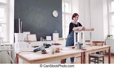 furniture., femme, intérieur, vieux, restaurer, jeune
