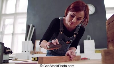 furniture., kobieta, być w domu, stary, odtwarzanie, młody