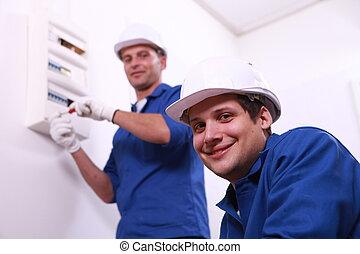 fusebox, electricistas, joven
