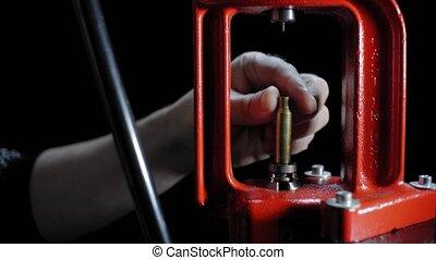 fusil, fond, copie, contre, foyer., presse, coquille, main, sombre, processus, cartridge., munitions, espace, doux, confection