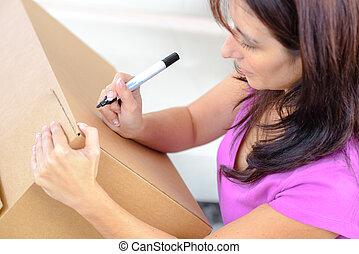 futár, kézbesít, írás, képben látható, kartonpapír ökölvívás, asztal