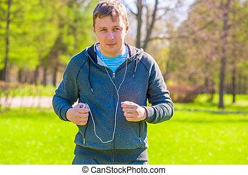 futás, ember, a parkban, hallgat hallgat zene