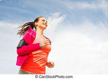 futás, nő, szabadban, mosolygós, fiatal