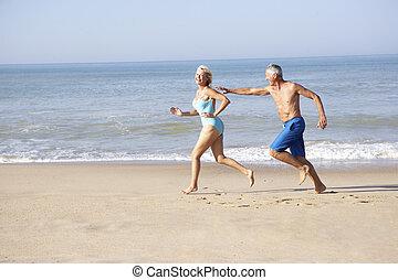 futás, párosít, tengerpart, idősebb ember