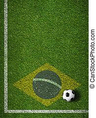 futbol, campo de la hierba, con, pelota, y, bandera, de, brasil