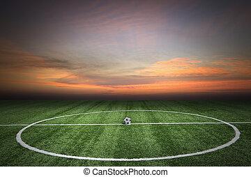 futbol, hierba verde, campo, en, ocaso