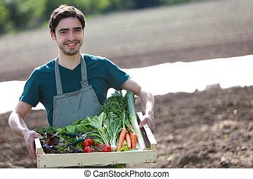 Fyllda, spjällåda, ung, Bonde, grönsak, lycklig