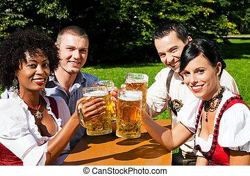 fyra, trädgård, öl, grupp, vänner