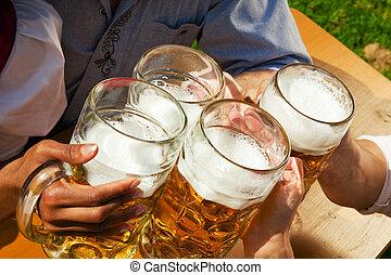 fyra, vänner, öl, grupp, drickande