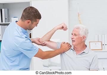 fysiotherapeut, geven, masseren, om te