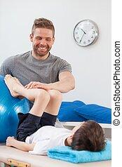 fysiotherapeut, herstellen, een, kind