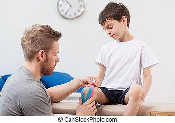 fysiotherapeut, het vastbinden, een, kind